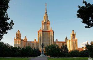 Полиция задержала 11 человек за несогласованную акцию у здания МГУ