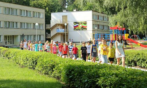 Роспотребнадзор: количество отдыхающих в лагерях детей увеличено до 75%