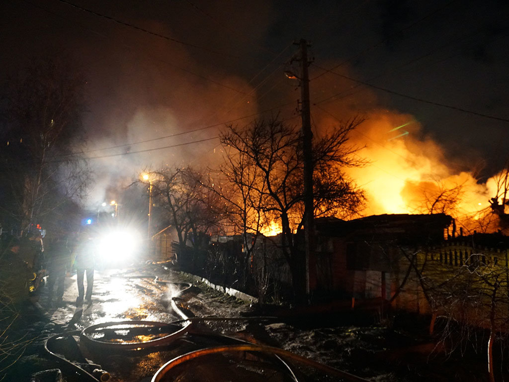 Под Великим Новгородом случился пожар, который уничтожил 20 домов