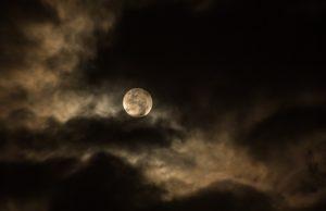 Россияне смогут увидеть редкое лунное затмение