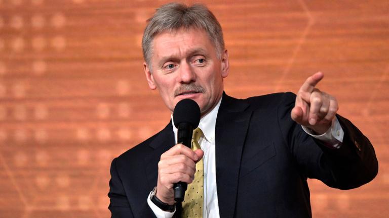 Песков призвал не торопиться с выводами о стрельбе в Казани