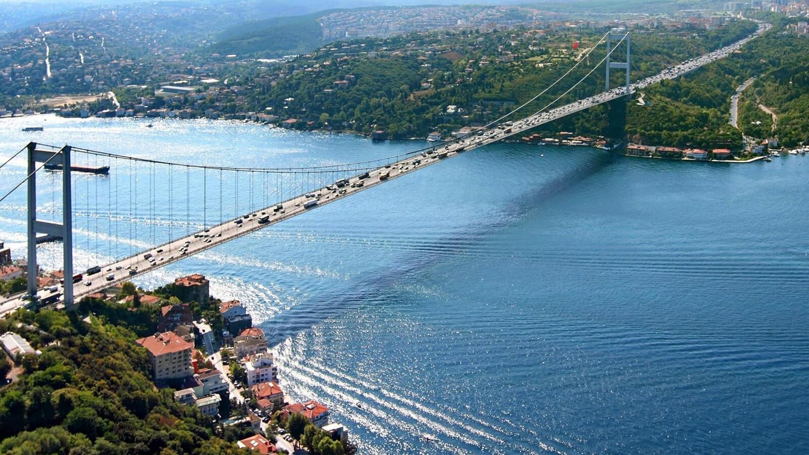 Движение кораблей через Босфор было остановлено из-за аварии танкера