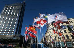 Несколько сборных ЧМ хотят снять свои флаги с площади в Риге в знак солидарности с Беларусью