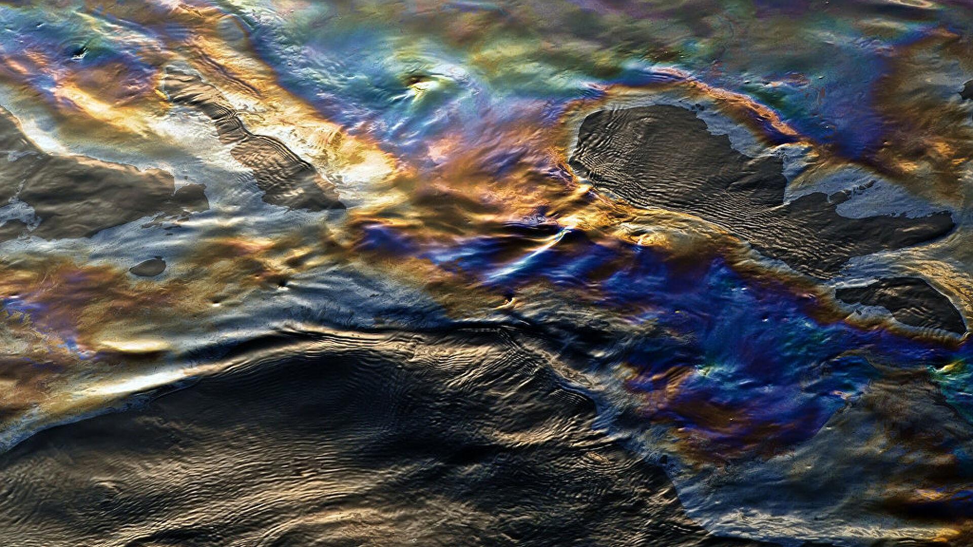 Около Туапсе на Черном море обнаружили нефтяную пленку