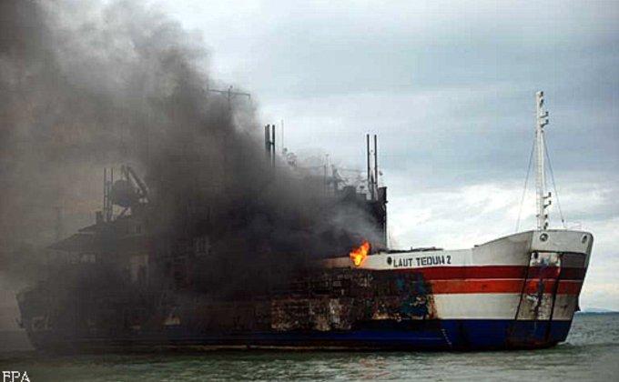В Индонезии загорелся паром с сотнями пассажиров на борту