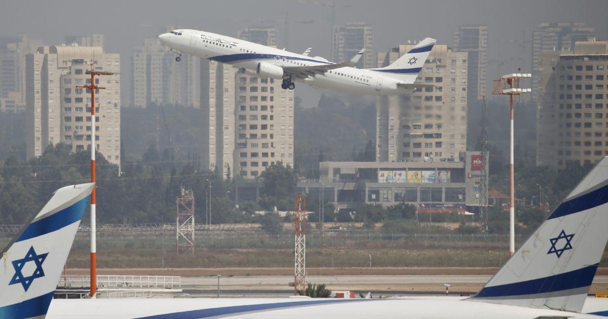 СМИ опровергают сообщения об отмене полетов всех авиакомпаний в Израиль