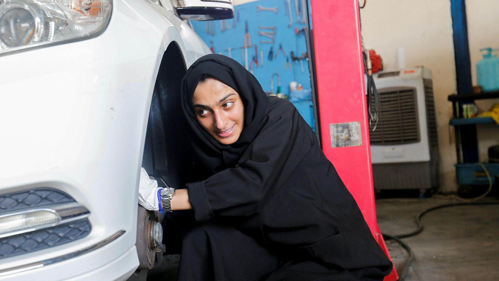 В Арабских Эмиратах появилась первая женщина-автомеханик