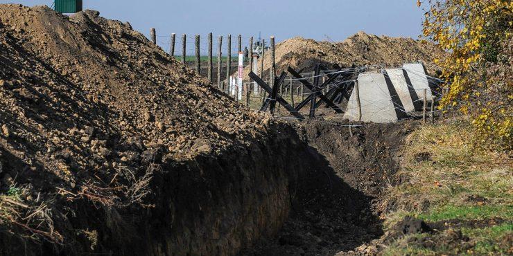 Украина сделала 400 км противотанковых рвов около российской границы