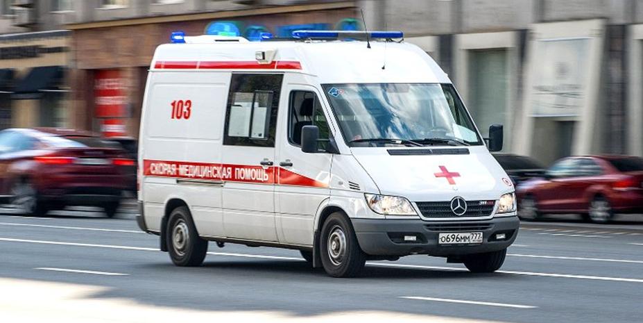 Пьяный россиянин сломал зеркало машины скорой помощи и избил водителя