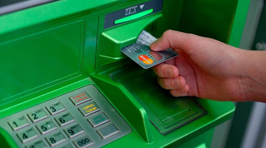 Мужчина в Москве загрузил в банкомат 1 млн рублей из «банка приколов» и обналичил деньги