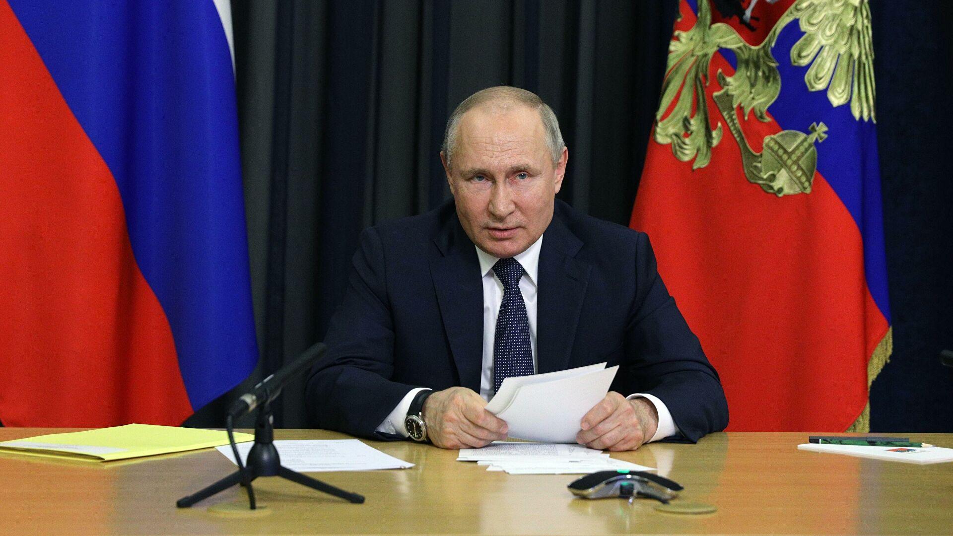 Путин подписал закон, запрещающий избираться людям причастным к экстремизму