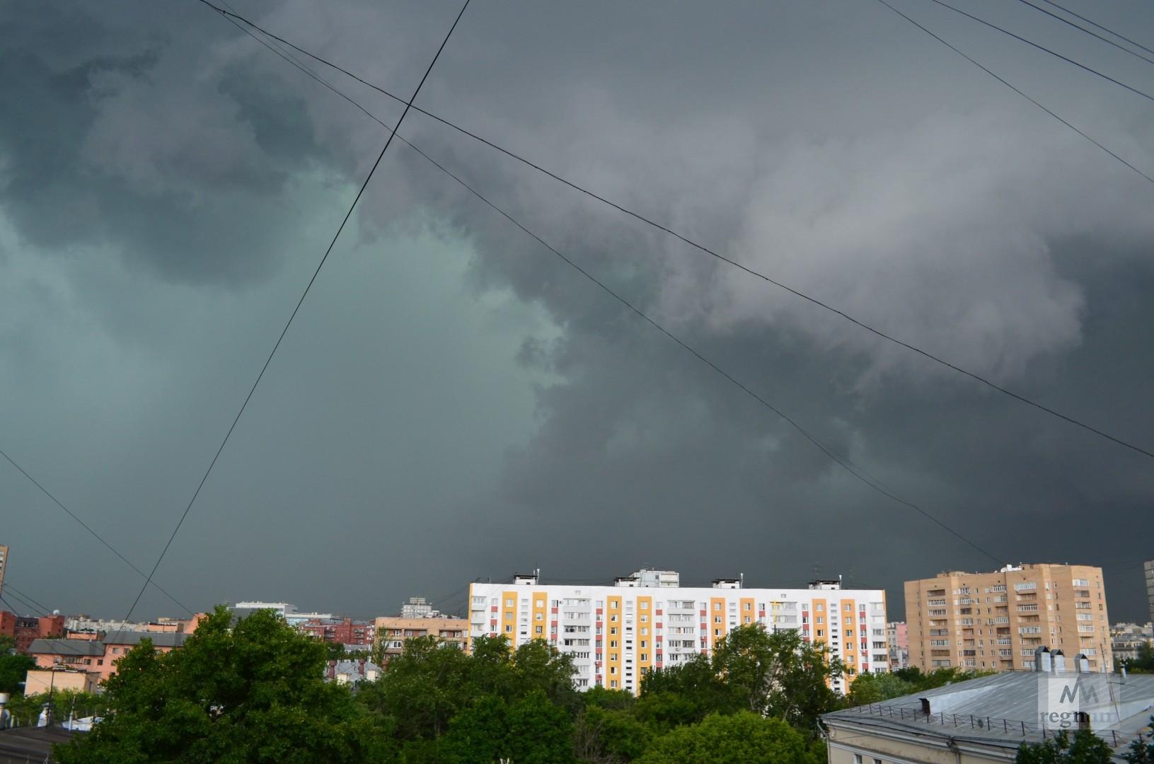 Сильный ветер и гроза ожидаются в Москве во второй половине 6 июня