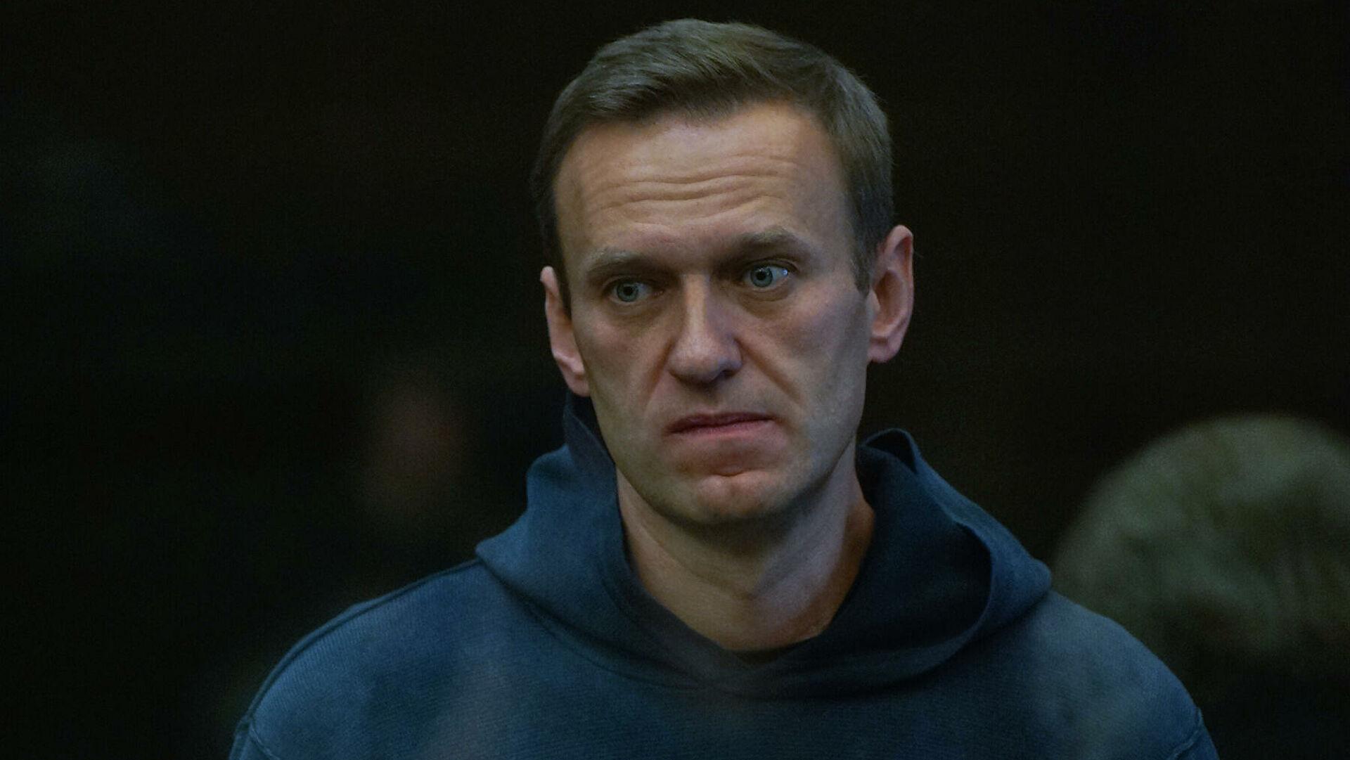 Навальный отозвал свои иски к колонии