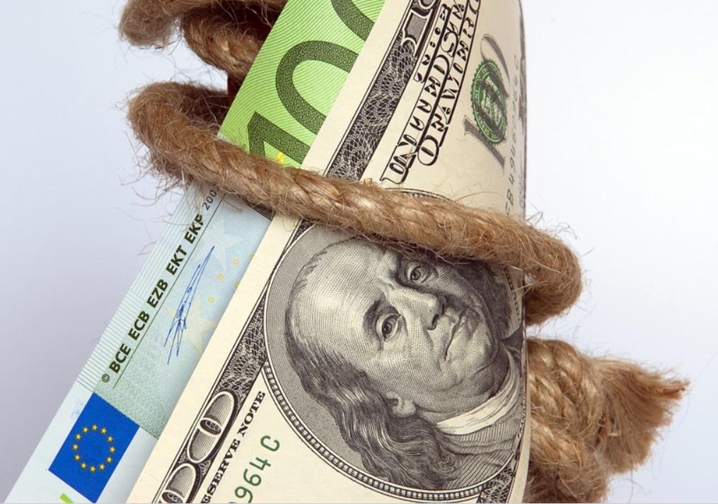 Банки и микрофинансовые организации стали чаще продавать долги молодежи коллекторам