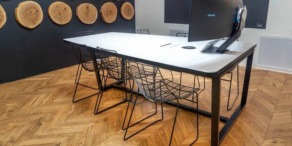 В РФ будут выпускать высокотехнологичный стол для онлайн-переговоров