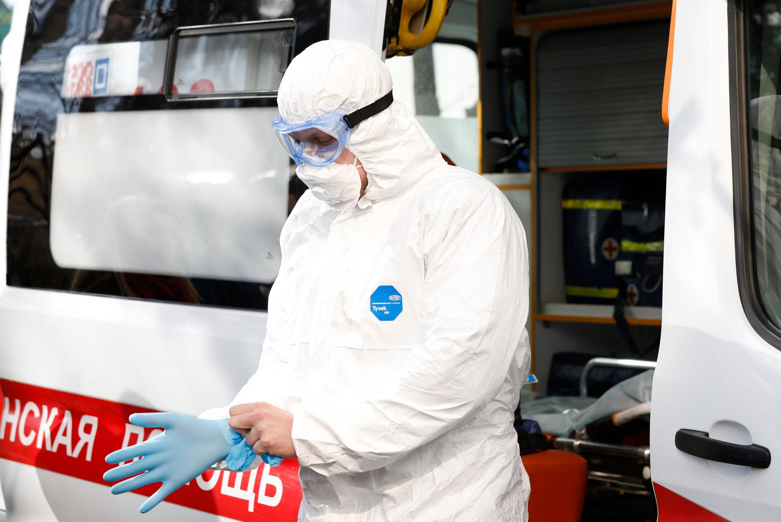 Количество заболевших коронавирусом за сутки по всей России снова выросло