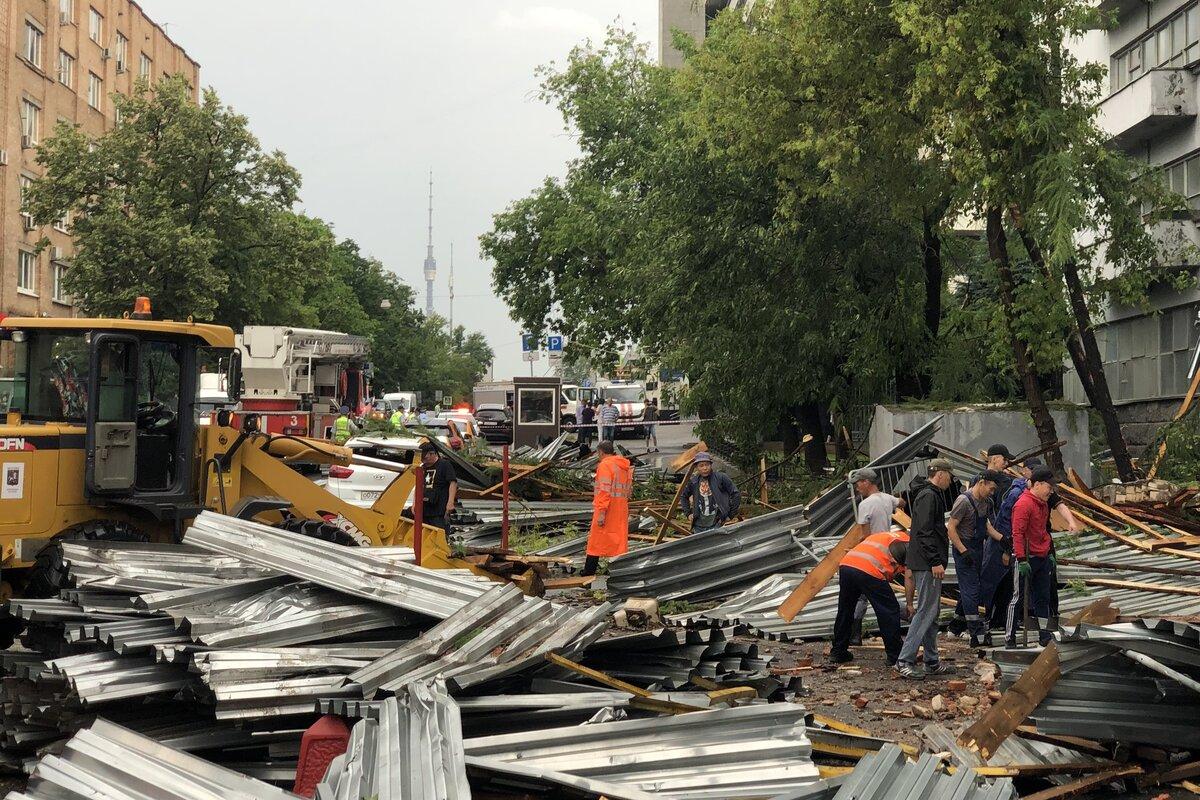 В результате стихии в центре Москвы обрушилась крыша