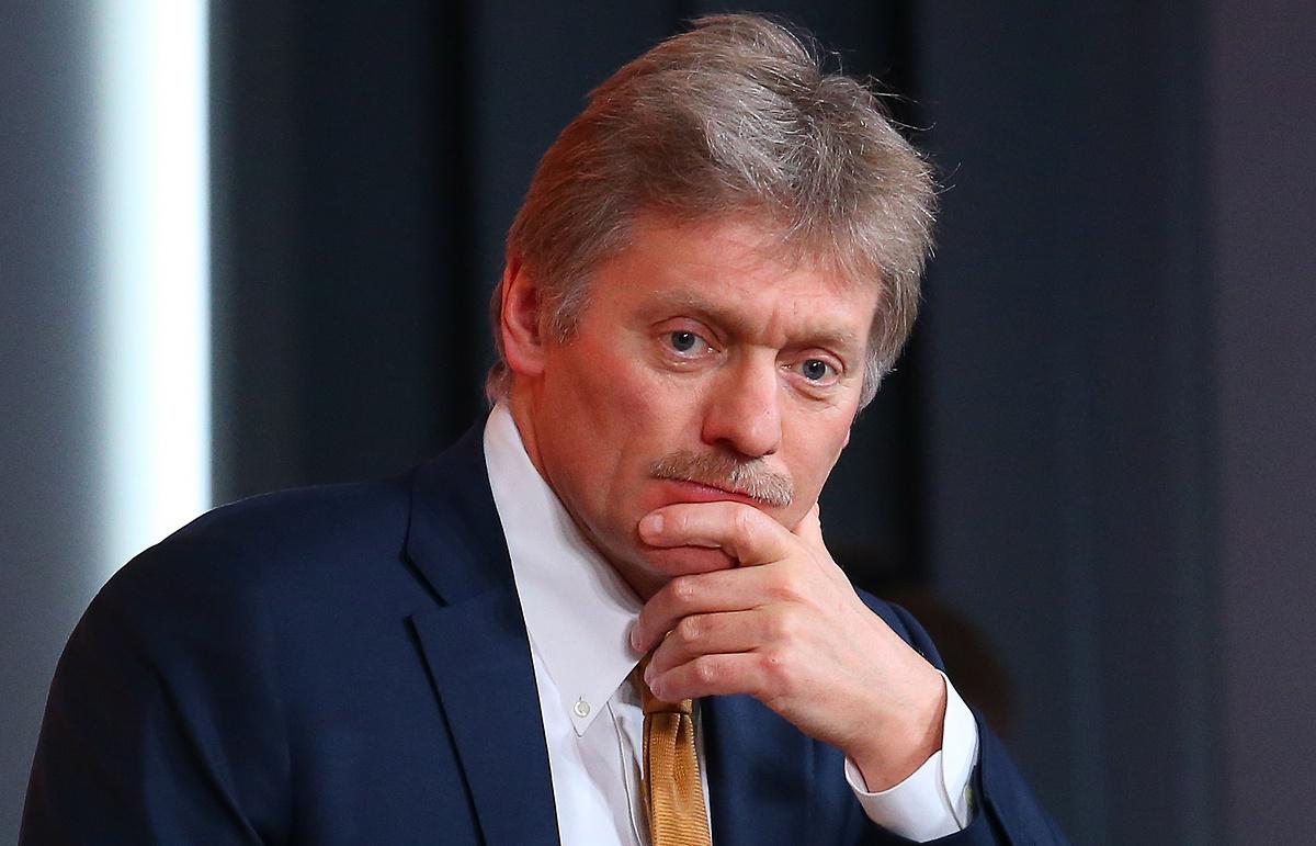 Песков прокомментировал вакцинацию персонала сферы услуг