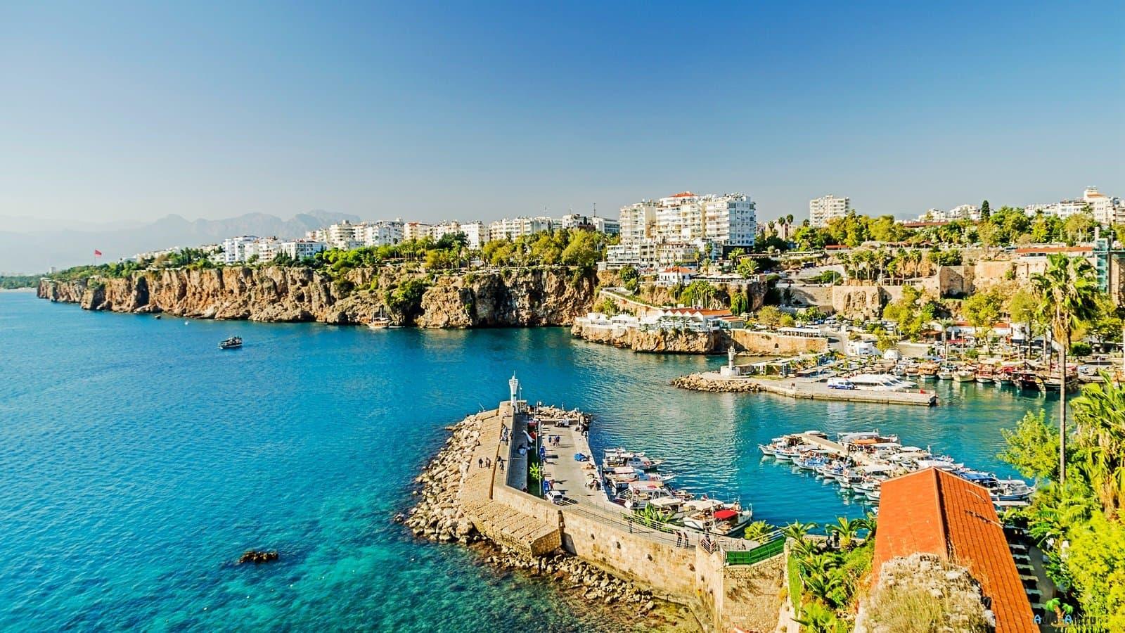 Российские туристы меняют путевки в пользу турецких курортов
