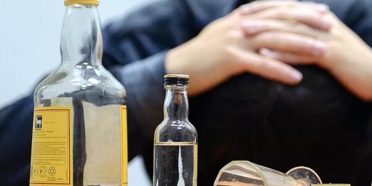 В Госдуму поступило предложение запретить растрату детского пособия на сигареты и алкоголь