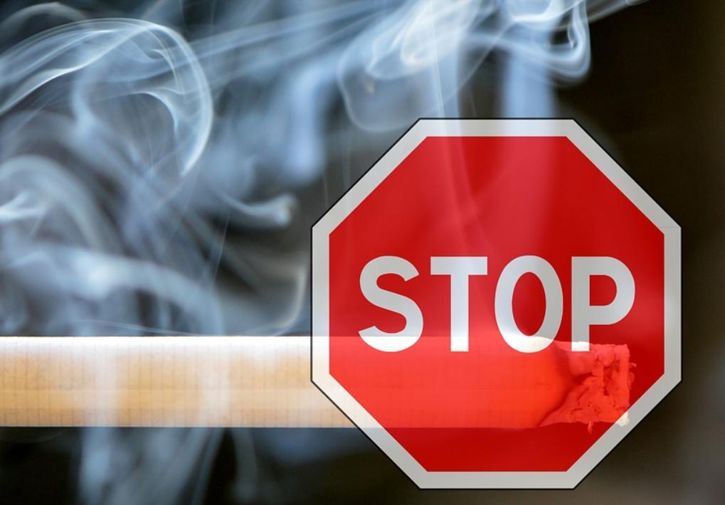 Курильщикам после вакцинации следует проявлять заботу о здоровье
