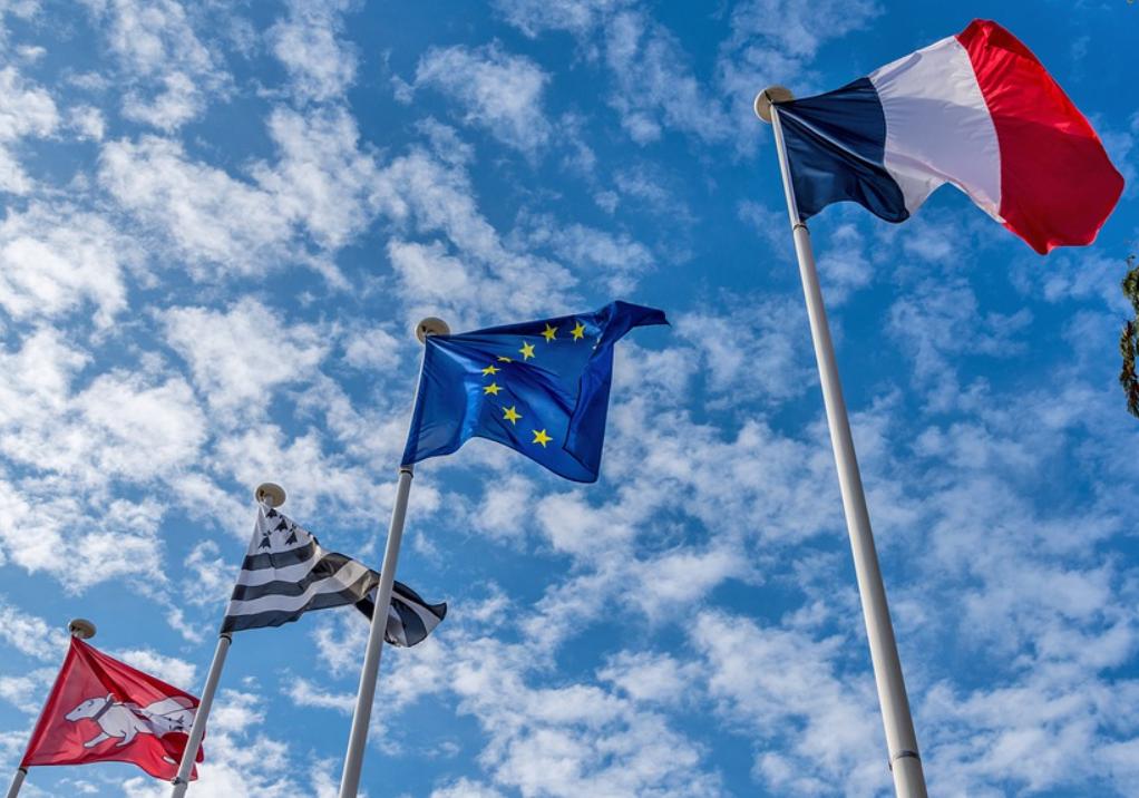 Франция рекомендует странам ЕС отказаться от вакцины из России и Китая