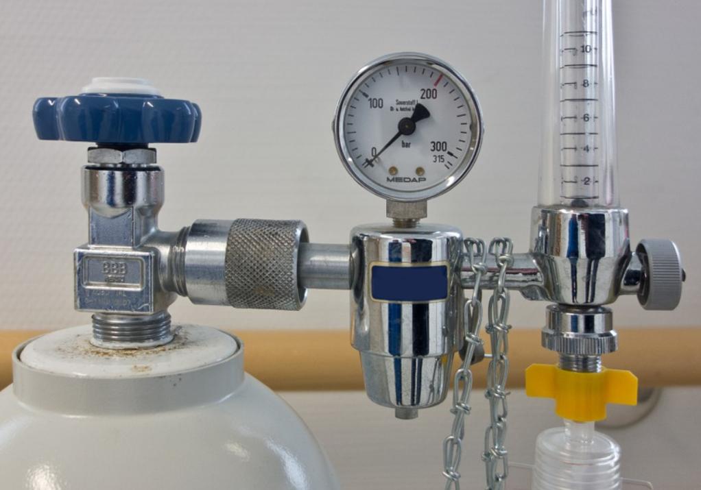 Металлургические предприятия выделят больницам дополнительный объем кислорода