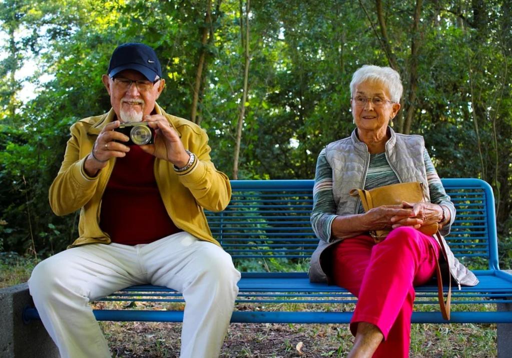 Пенсионерам Москвы позволили заниматься на свежем воздухе при наличии QR-кода