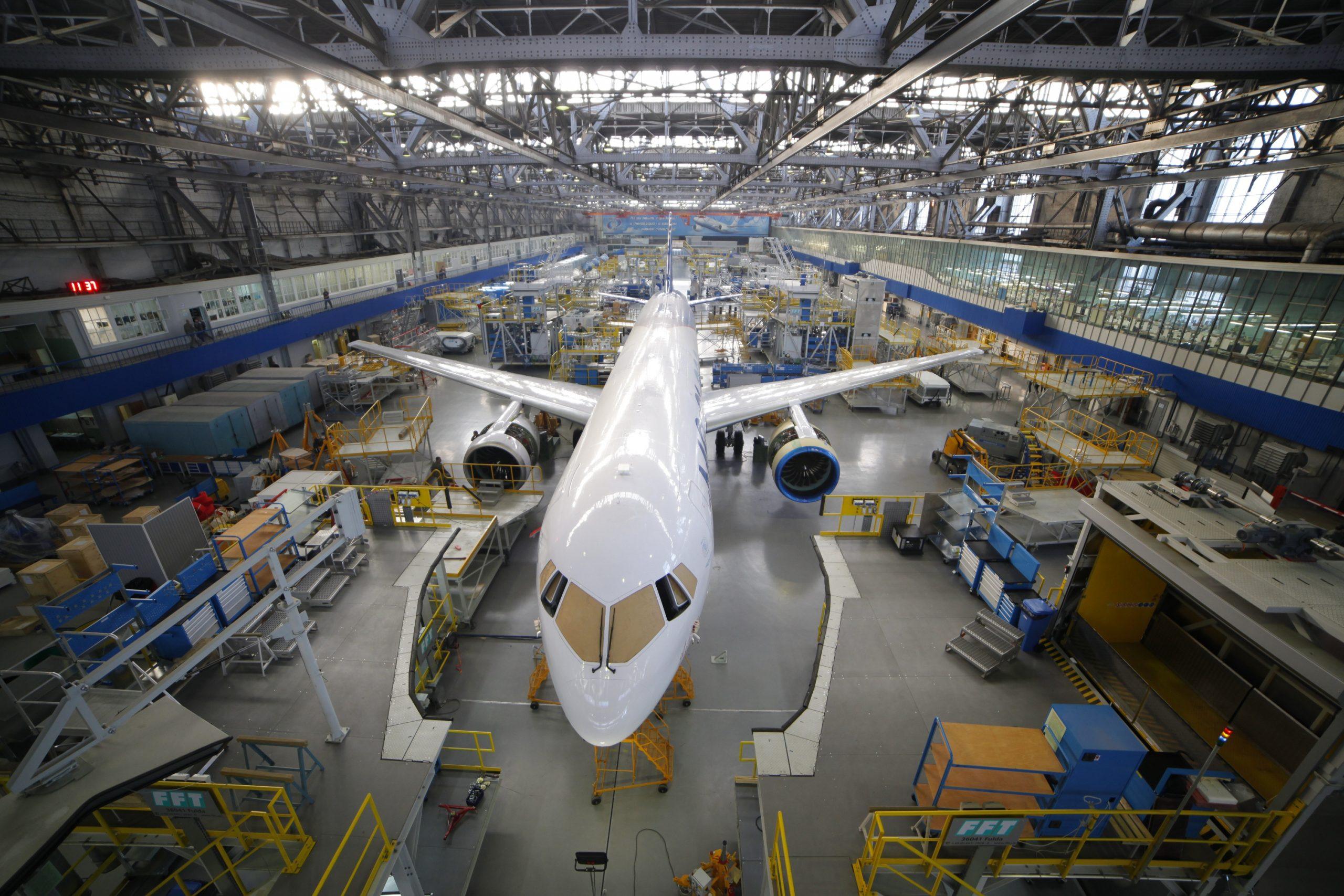 Минпромторг предлагает инвестировать более триллиона рублей в авиастроение