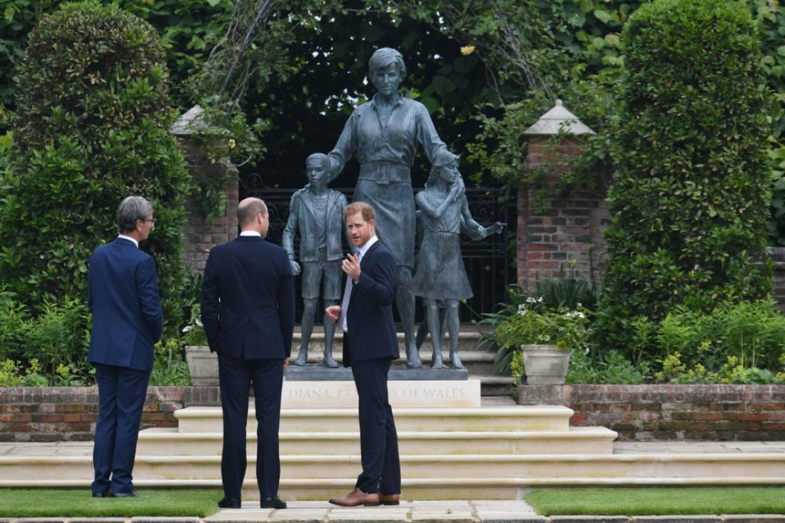 Наследники принцессы Дианы открыли мемориал в ее честь