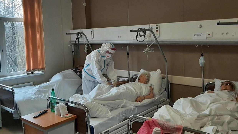 В Москве третьи сутки подряд фиксируют более 3 тысяч новых заболевших COVID-19