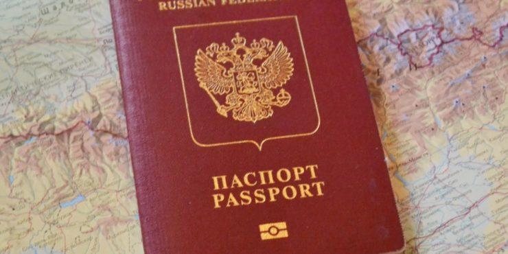 Законопроект об изъятии загранпаспортов у должников получил предварительное одобрение