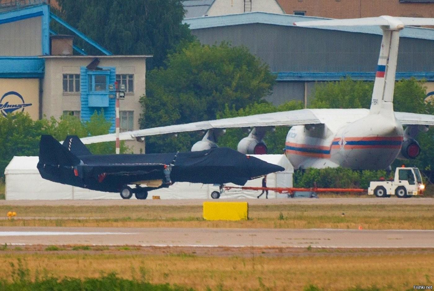 """""""Ростех"""" обнародовала дизайн нового военного самолета"""