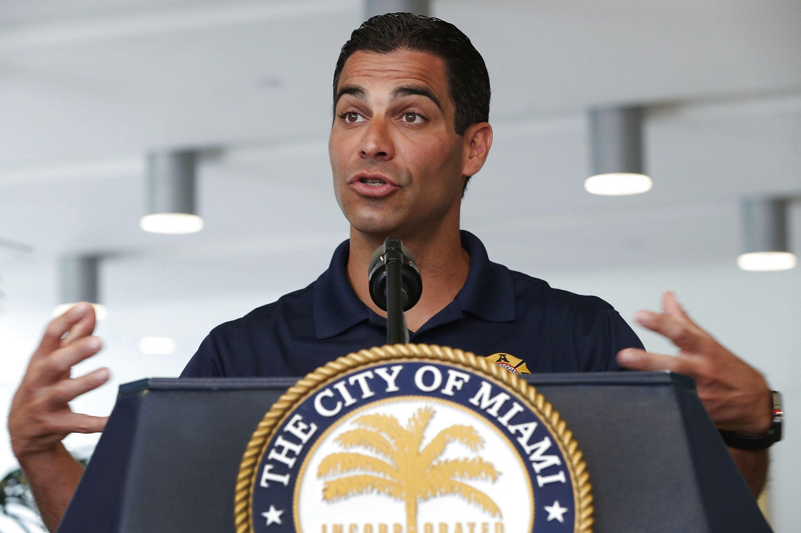 Мэр Майами призвал свергнуть власть на Кубе