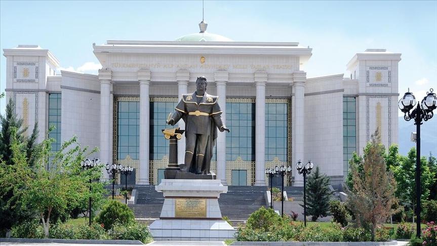 Туркменистан ввел обязательную вакцинацию совершеннолетнего населения