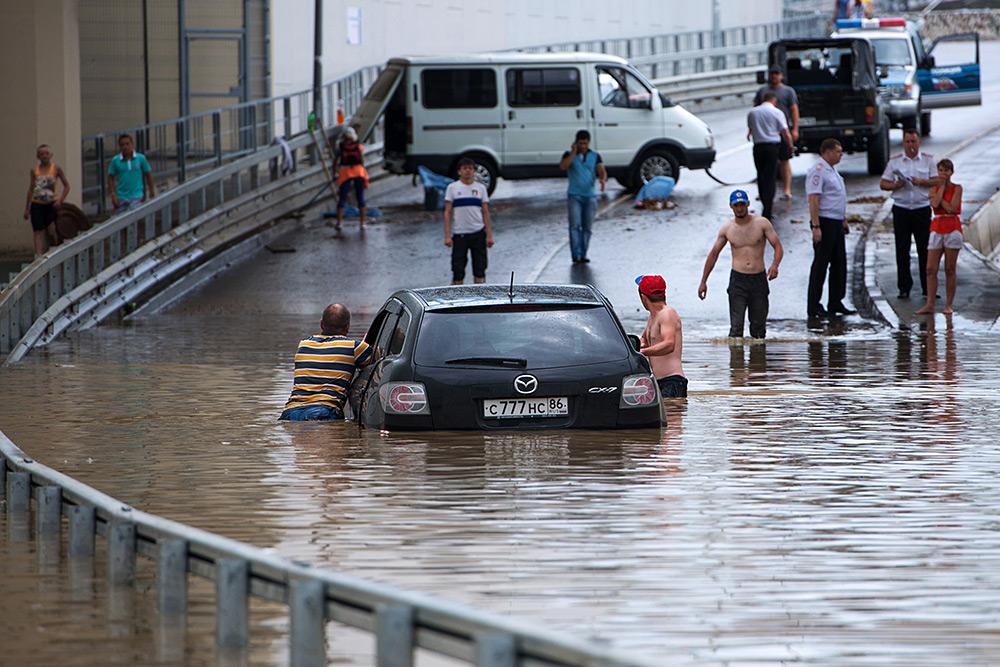Краснодарский край страдает из-за сильнейшего циклона