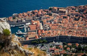 В Хорватии введен режим оранжевого и красного уровня погодной опасности