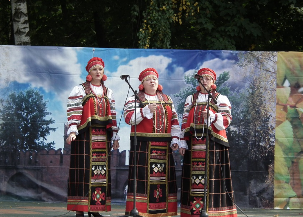 В Роспотребнадзоре переболевшим коронавирусом рекомендуют петь народные песни