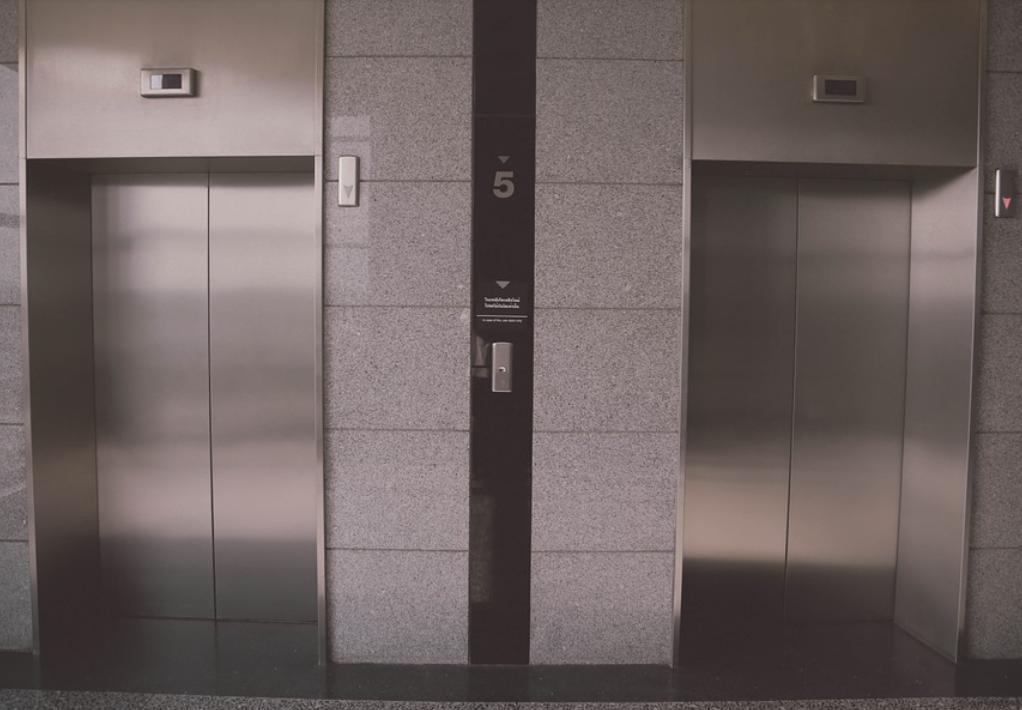 В лифтах Москвы начата установка эффективных обеззараживателей воздуха