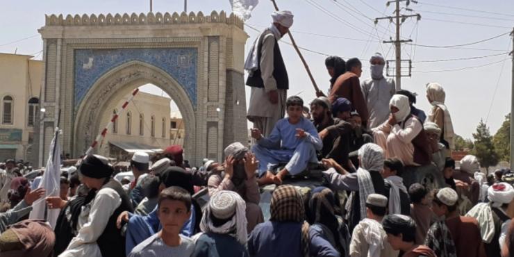 В Кабуле начинается мародерство и расправы над людьми