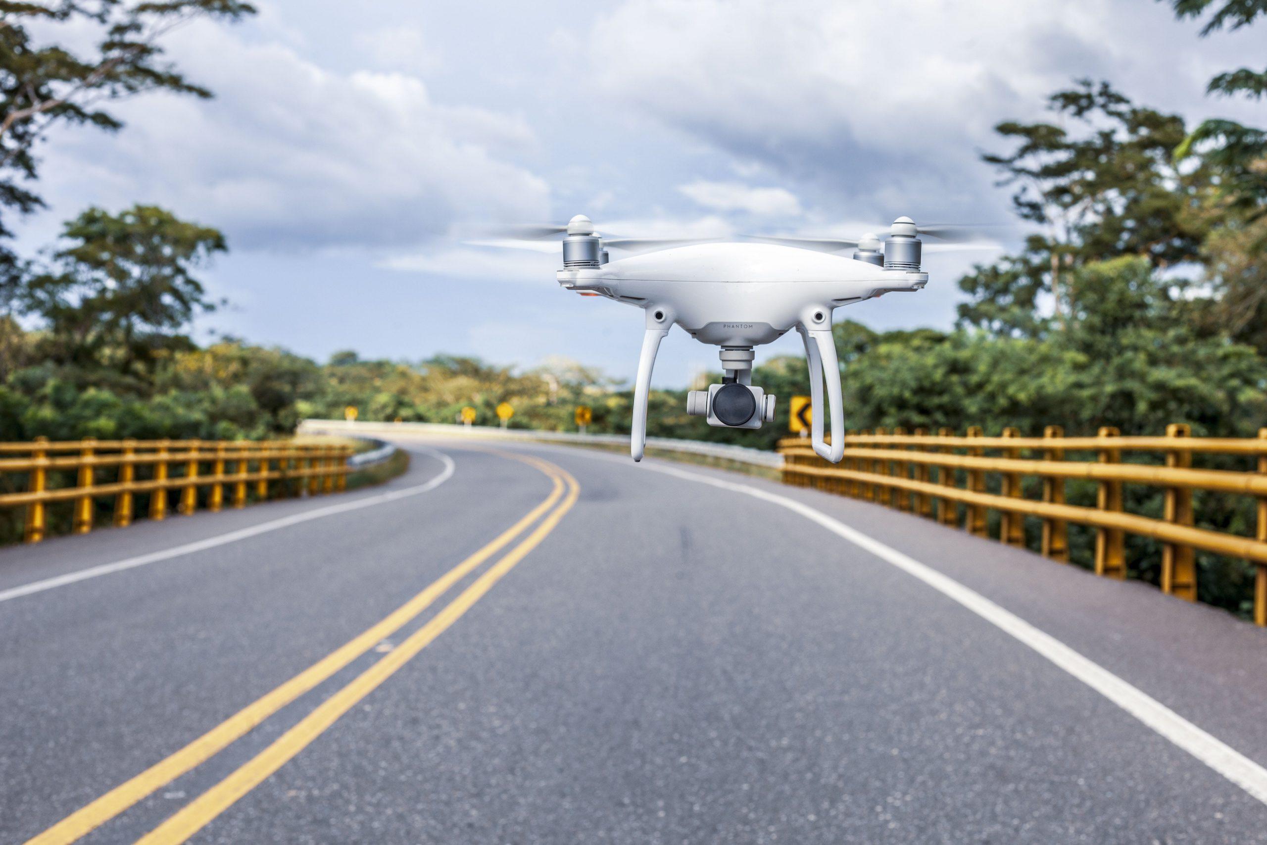 В 17 регионах нарушения на дорогах теперь фиксируют дроны