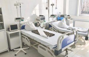 Врач назвал три причины, по которым госпитализируют привитых от COVID-19
