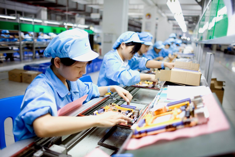 Экономика Китая начала стагнировать на фоне вспышек COVID-19 и наводнений