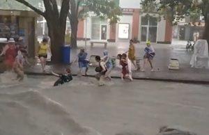 В результате сильных ливней, которые настигли Кубань, подтопленными остаются более 2 тысяч домов