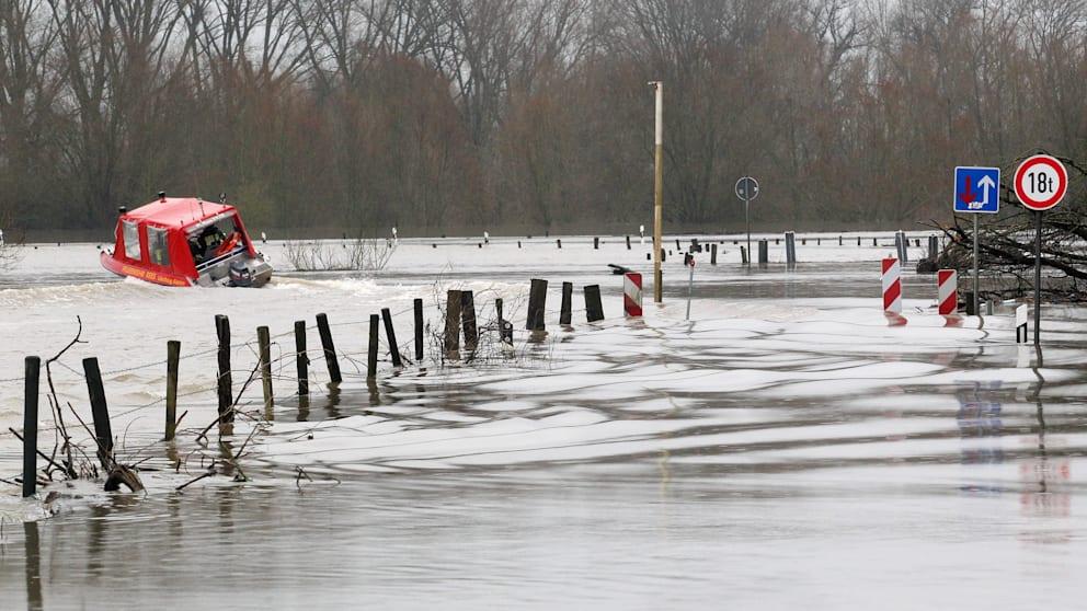 Трое россиян погибли в результате наводнения в Германии