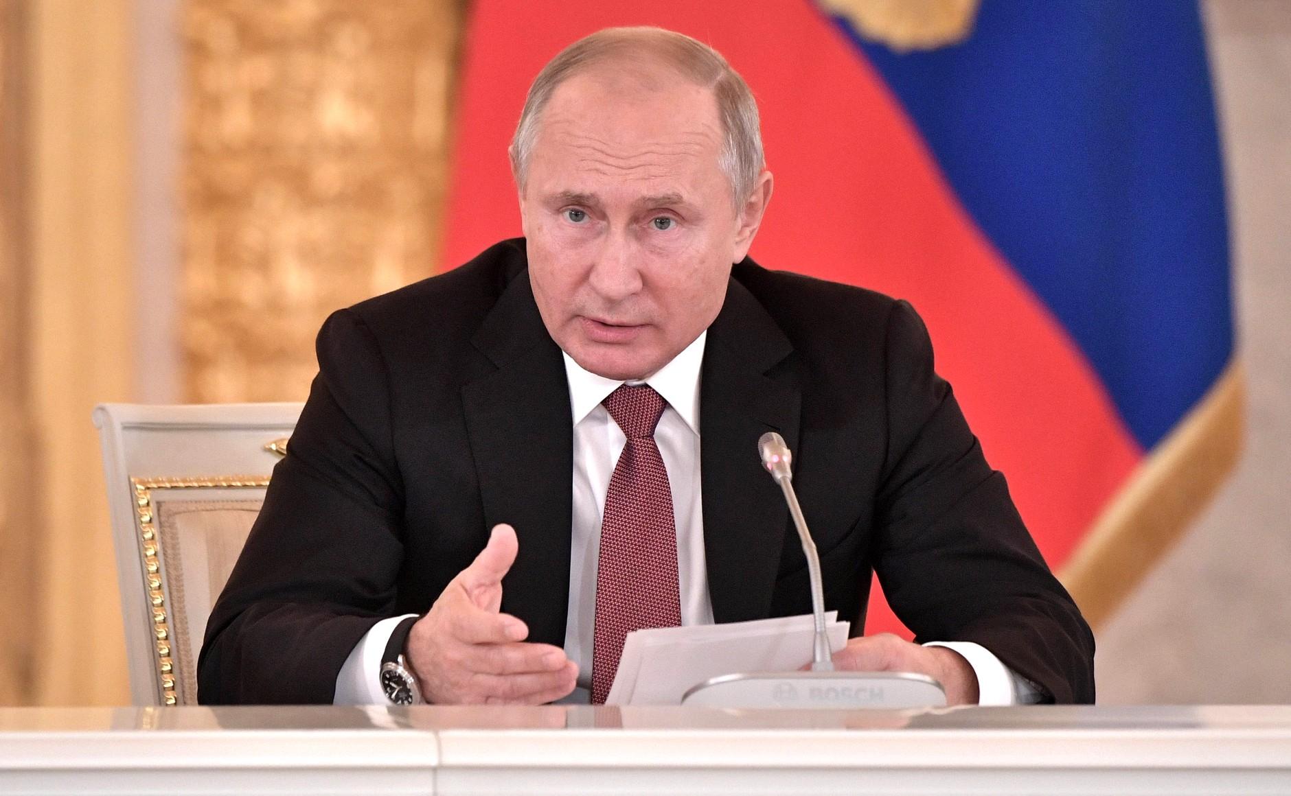 Владимир Путин инициировал дополнительные выплаты для российских пенсионеров