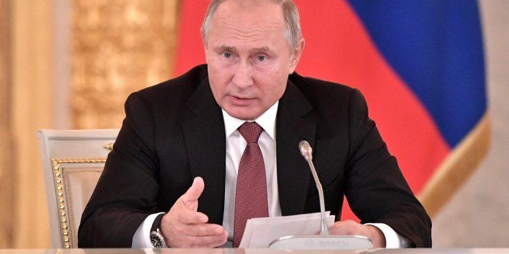 Владимир Путин поручил усилить контроль за противодействием коррупции