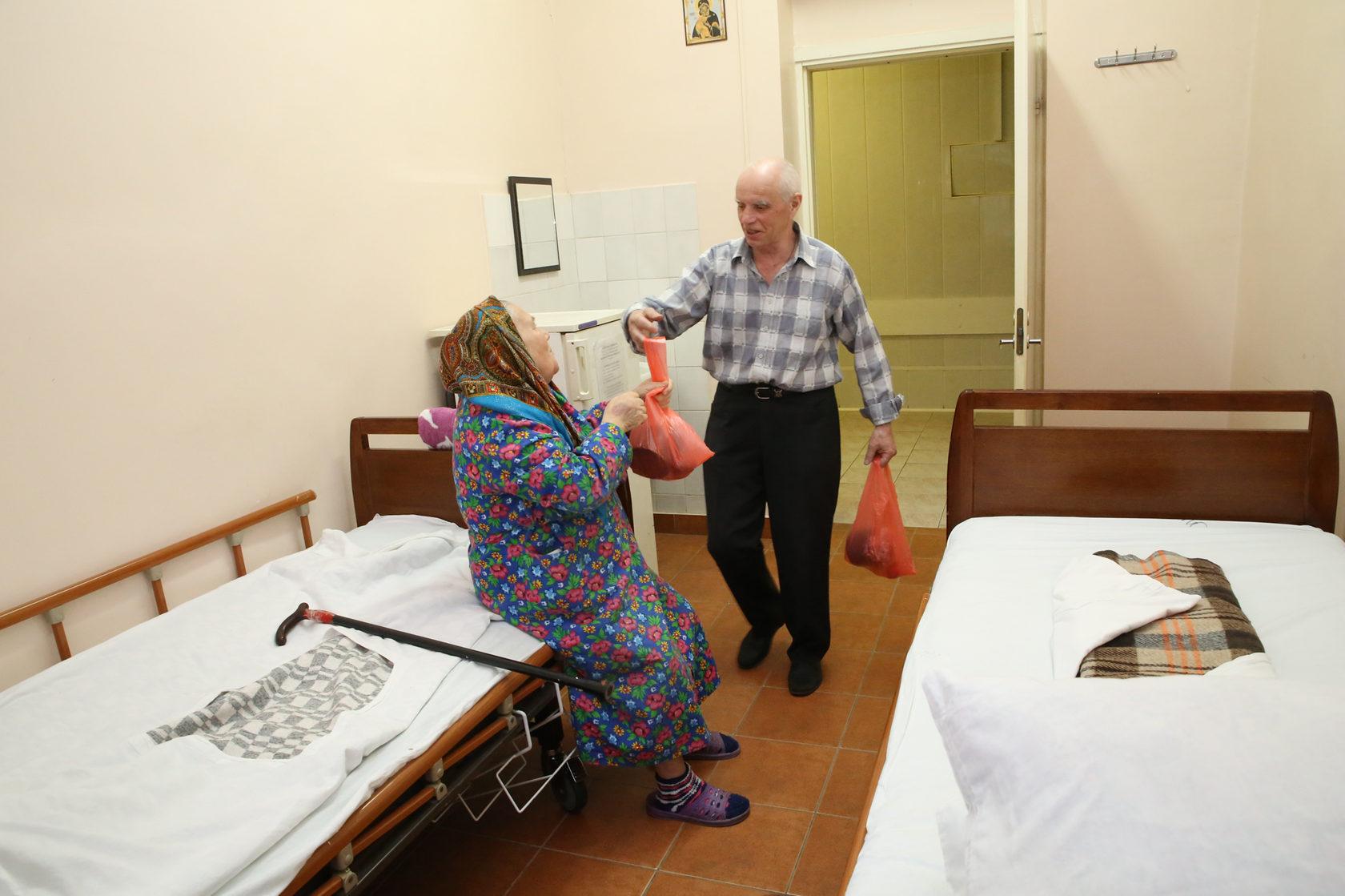Роспотребнадзор рекомендовал пускать в стационары больниц только привитых от COVID-19