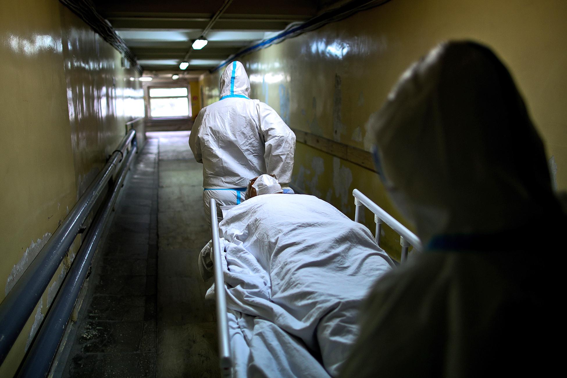 В России четвертый день подряд удерживается высокая смертность от COVID-19