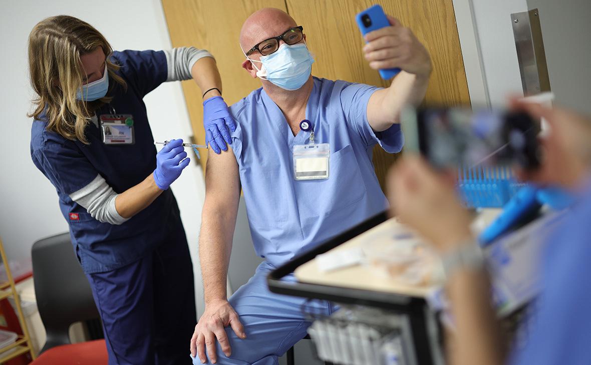 Ученые США определили риск заражения COVID-19 и госпитализации у непривитых граждан